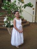 dziewczynka w sukni komunijnej