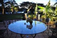 Szklany stolik ogrodowy